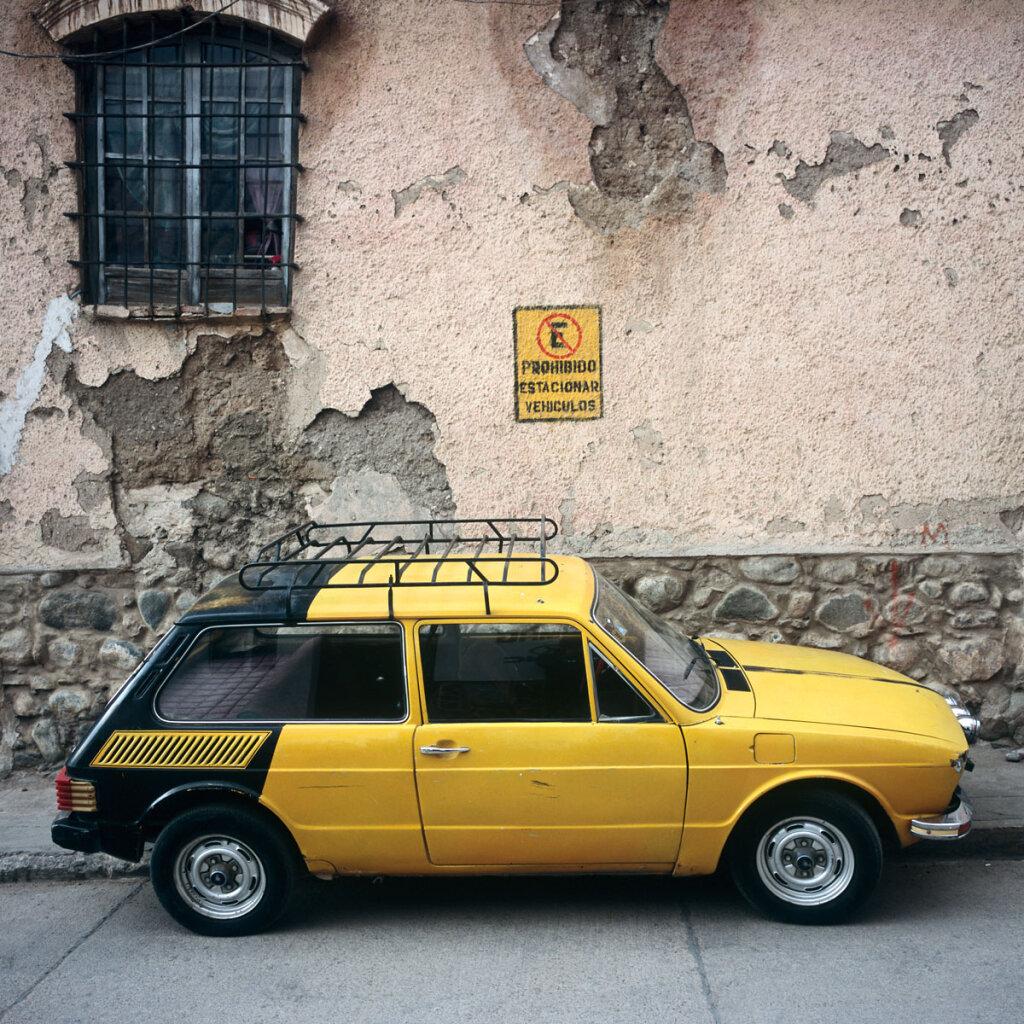 """Prohibido Estacionar Vehiculos : Yellow Volkswagen """"Brasilia"""""""