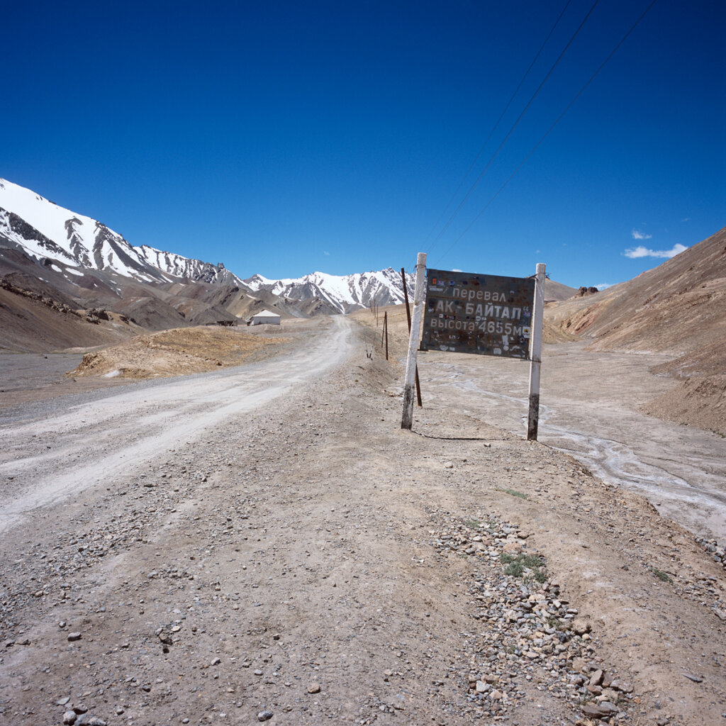 Ak-Baital Pass (4,655 m.), the highest point of the M41 highway